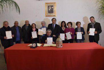 Leoluca Orlando consegna Tessera del Mosaico Palermo alle guide turistiche