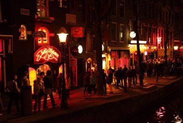Amsterdam, addio ai tour gratuiti nel distretto a luci rosse