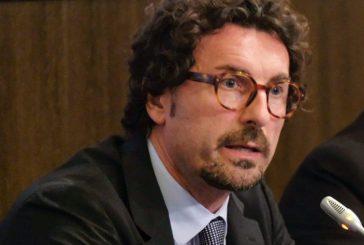 Alitalia, Toninelli: ce la faremo. Benetton? No comment