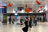 Flash mob in aeroporto, i tangueri coinvolgono i passeggeri