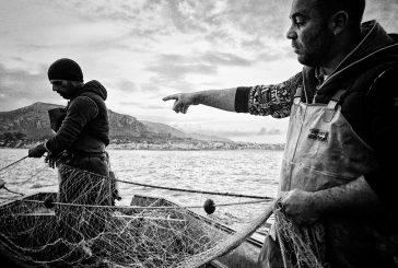 Uomini e mare: a Travelexpo 30 fotografie in bianco e nero di Massimiliano Ferro
