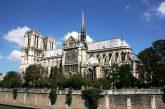 Crolla la guglia di Notre-Dame per un incendio: Mibac si candida per ricostruzione