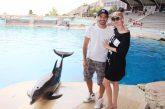 Marco Bocci e Laura Chiatti incantati dai delfini di Oltremare