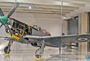 Un motore di un aereo Fiat A 50 esposto all'aeroporto di Palermo