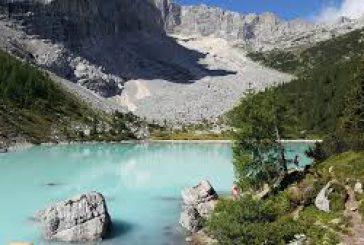 Stop a turismo cafone su lago Sorapis, divieto bagni e multe fino 500 euro