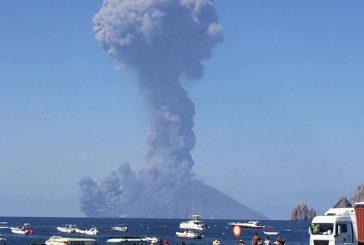 Eruzione Stromboli: il cratere si è calmato, nottata tranquilla per i turisti