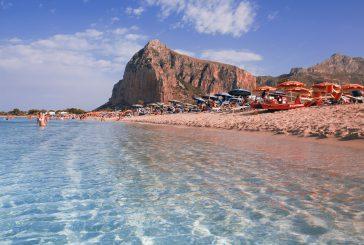 Studenti da 4 continenti si sfidano a beach volley sulla spiaggia di San Vito