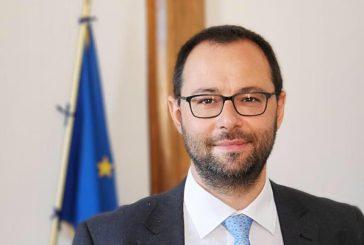 Alitalia smentisce nomine e compensi. Patuanelli: no ad altra proroga