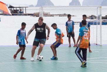Il calciatore John Arne Riise pubblicizzerà Ko Panyi e il suo campo galleggiante