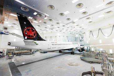 Il primo Airbus A220 per Air Canada esce dall'hangar di verniciatura